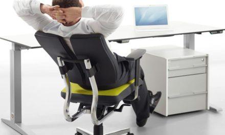 Как выбрать хорошее и удобное офисное кресло