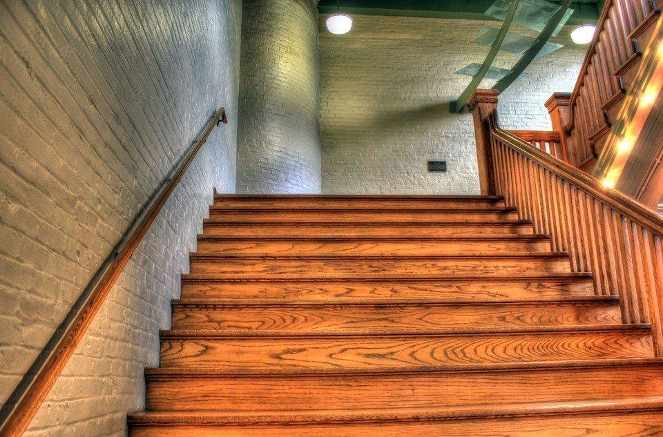 деревянные лестницы - виды и материалы