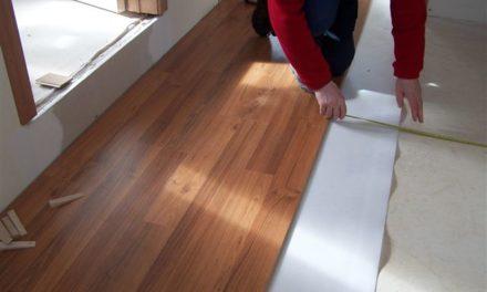 Как стелить ламинат на бетонный пол. Видео