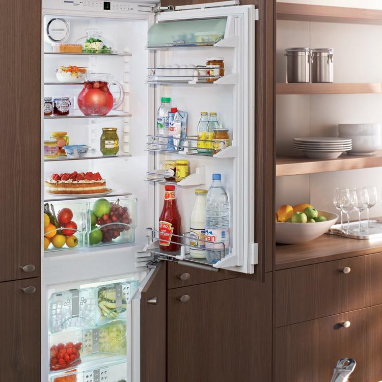 Преимущества встроенных холодильников